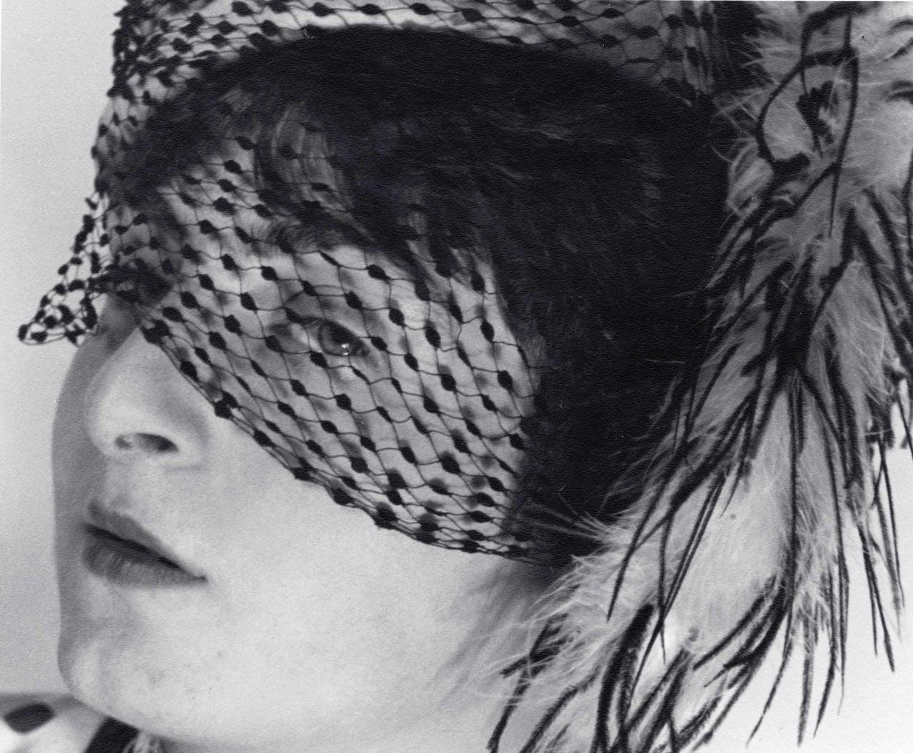 'Pit met sluier', portret van Ellen Auerbach, gemaakt door ringl (Grete Stern) in 1930.