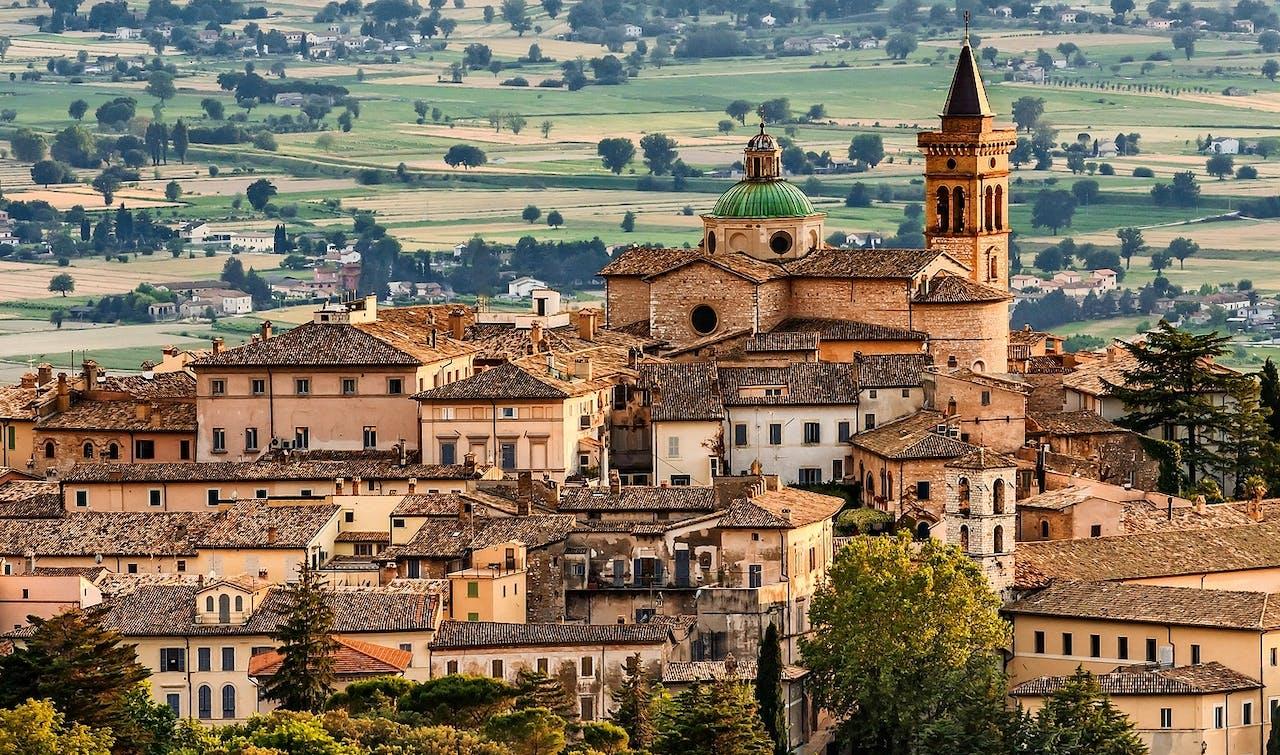 Vanaf het Italiaanse stadje Perugia heb je rondom uitzicht op de heuvels van Umbrië (foto: Maurizio Rellini/SIME/ HH).