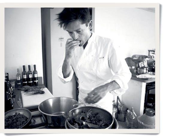 Daniel in de keuken: alles wordt geproefd.