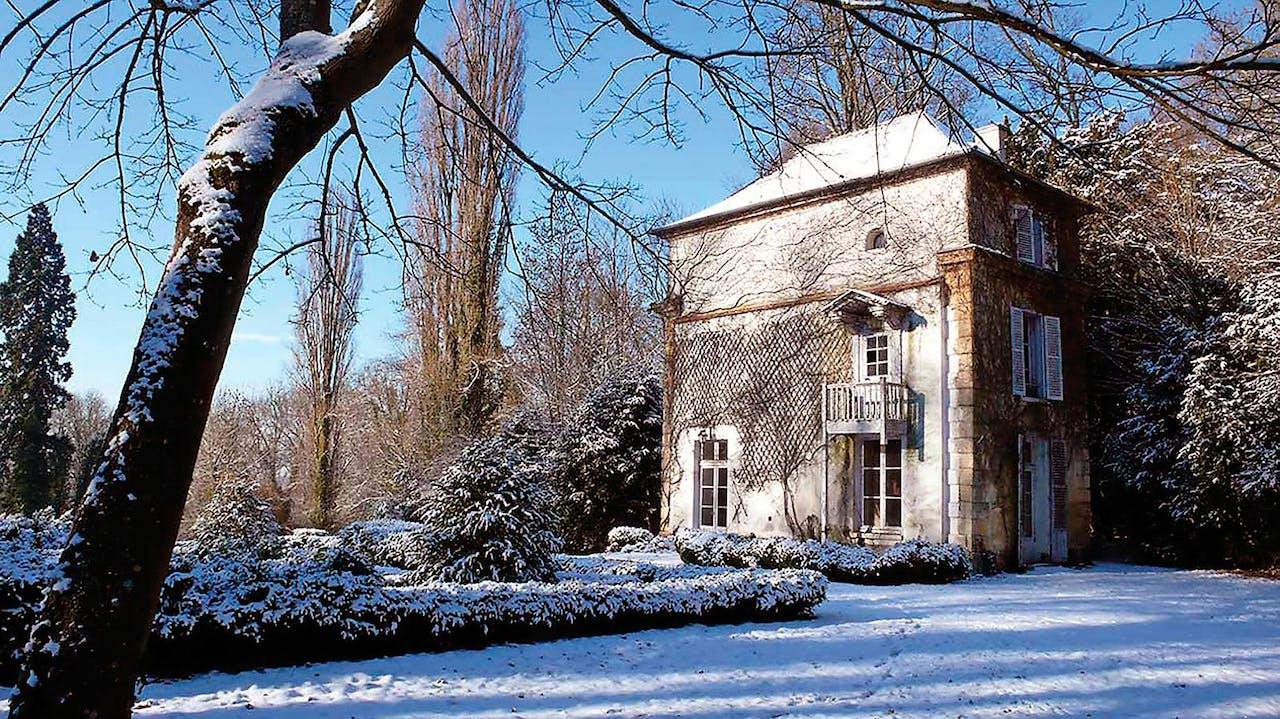 Het Chateau de Suisnes met de historische tuinen –Les jardins de Bougainville – was in Allene's bezit van 1929 tot 1955. Tuin en chateau zijn op verzoek te bezichtigen.