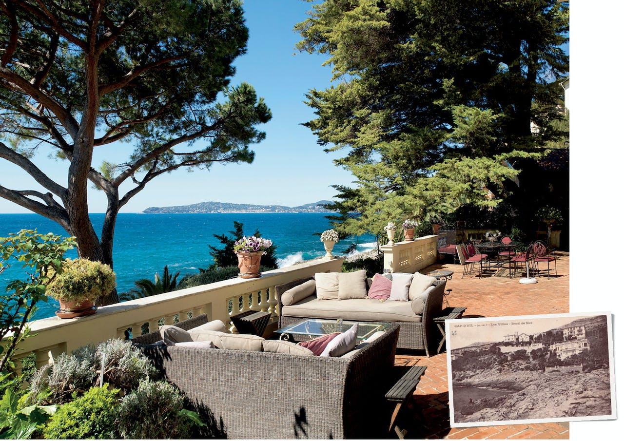 Terras en oude ansichtkaart van de villa in Cap d'Ail aan de Middellandse Zee waar gravin De Kotzebue tot haar dood in 1955 woonde.