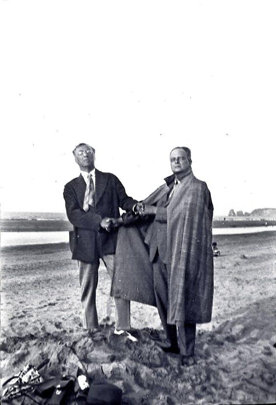 Kandinsky (links) en Klee poseren in 1929 als het vriendenpaar Goethe en Schiller.