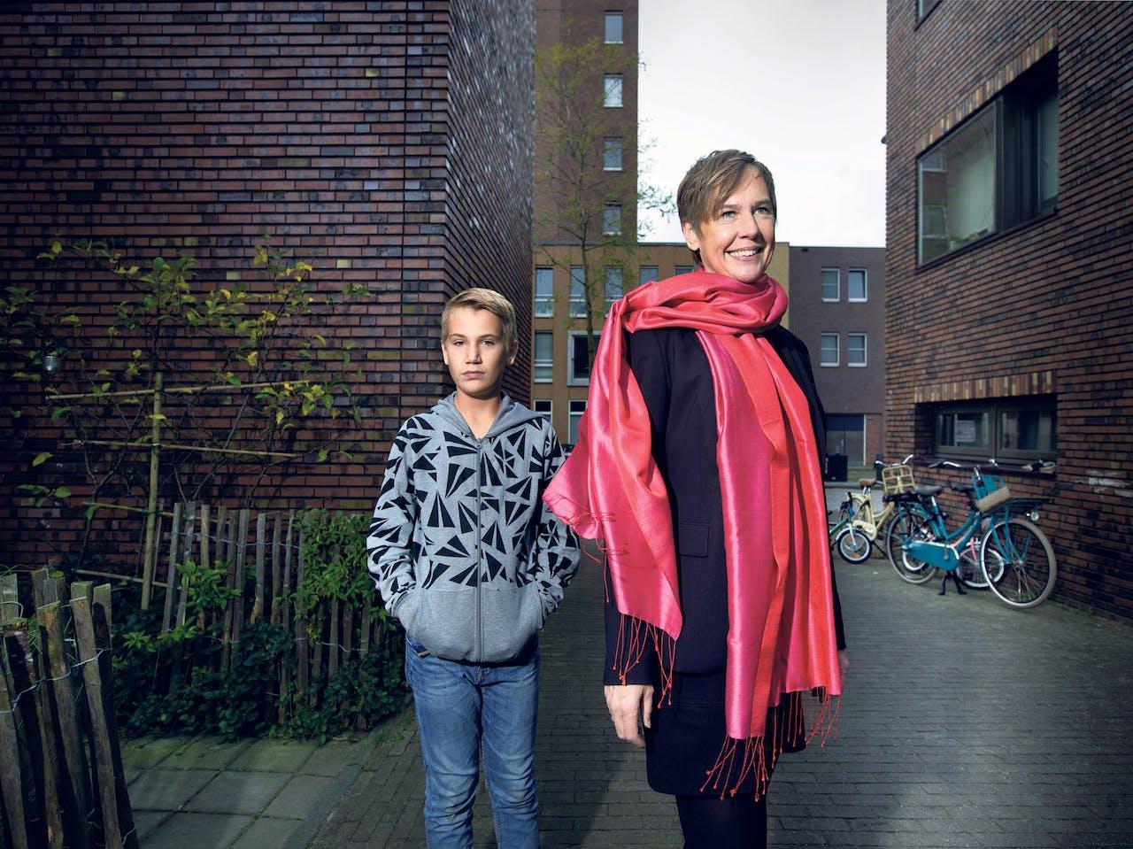 Eline Stomphorst Tijl met haar zoon.(Foto: Kato Tan)