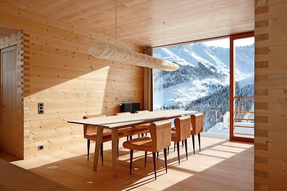Vakantiehuis in de sneeuw het financieele dagblad - Interieur chalet houten berg ...