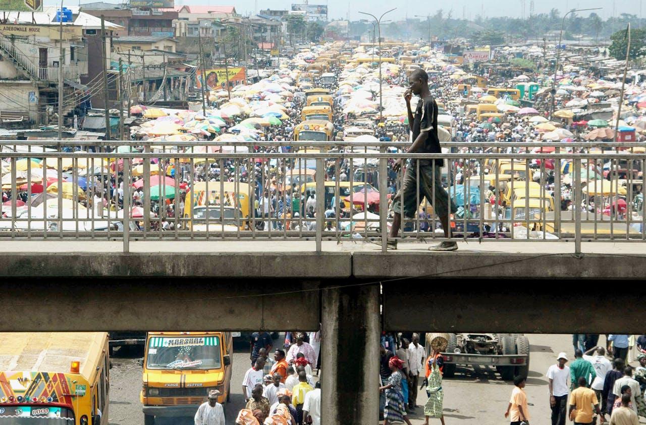 Verkeerschaos in Lagos: 'Het record staat op zes uur rijden voor twintig kilometer' (Reuters)