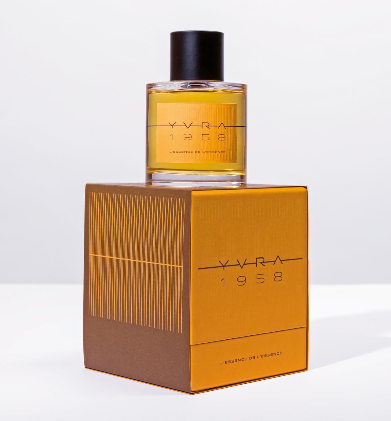 De fles van YVRA 1958 is oranje, als verwijzing naar de citrusnoten.
