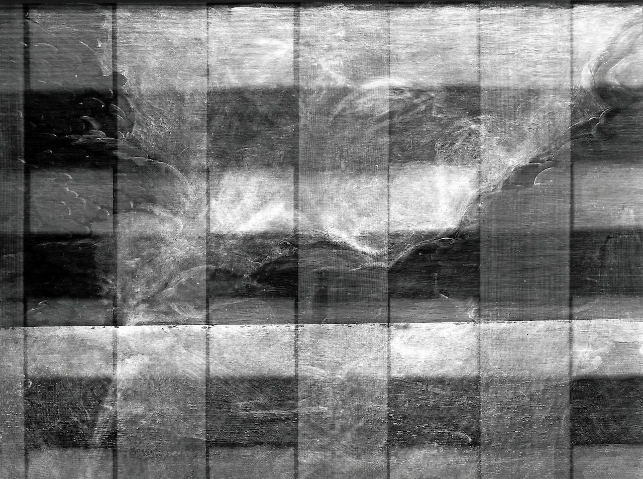 De contouren van God de Vader, verstopt achter een wolk op het paneel.