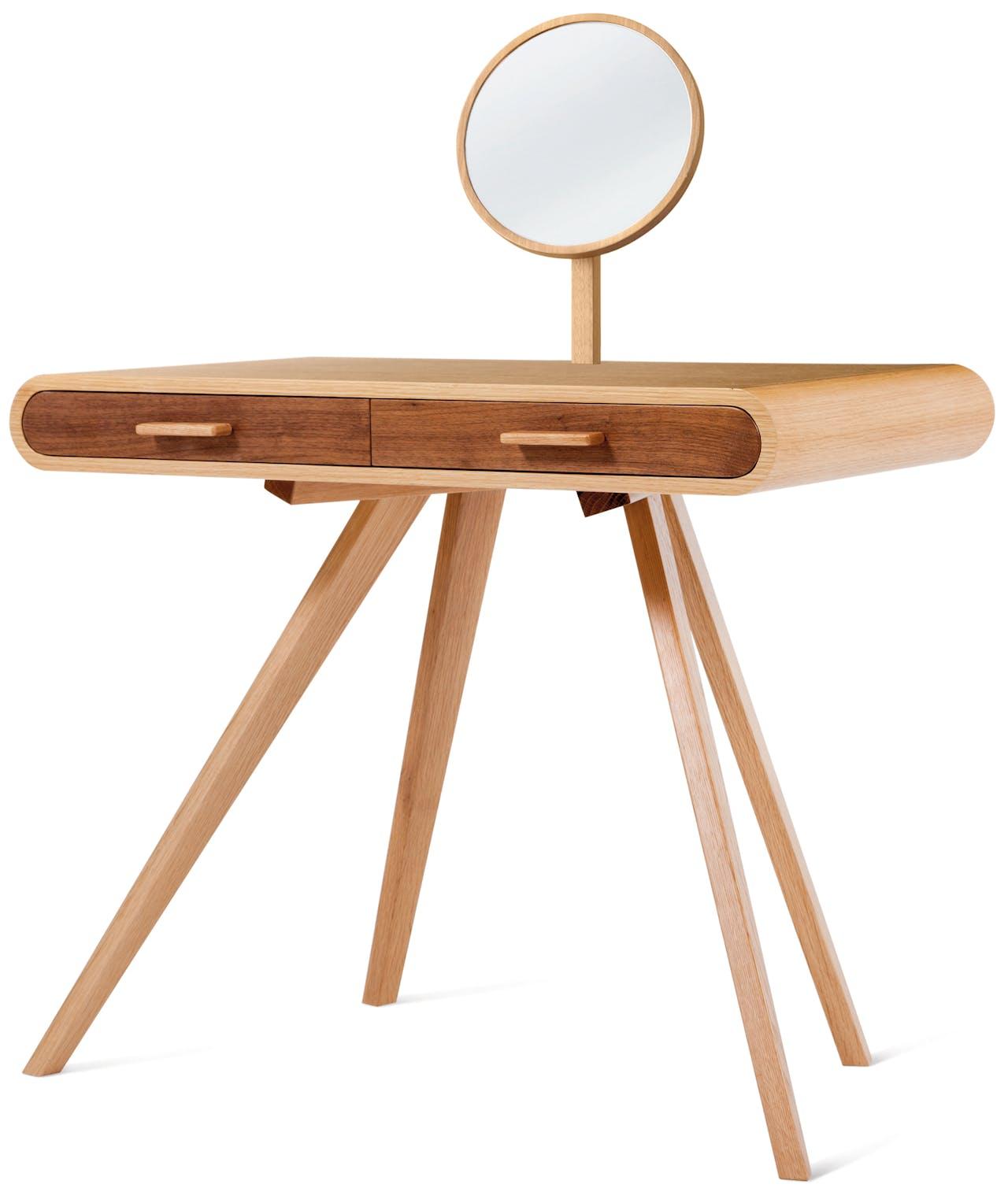 De Britse ontwerper Steuart Padwick maakte meerdere uitvoeringen van zijn toilettafel, deze is met walnoot en eiken.
