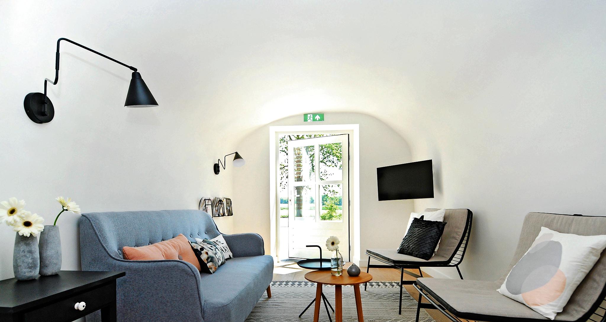 Minimalistische suites in oud gemeentehuis het financieele dagblad