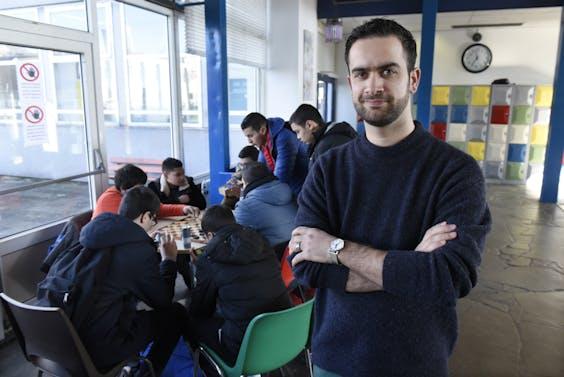 Een docent maatschappijleer op middelbare school Avicena College te Rotterdam (foto: Peter Hilz/HH).