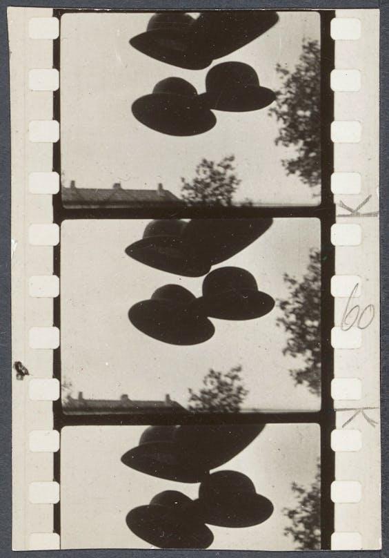 Scène uit de dada-film 'Vormittagsspuk' (ochtendspook) van Hans Richter uit 1928.