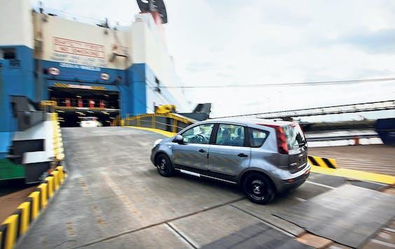 Nieuwe Nissans gaan per megaschip op transport. (Foto: Getty Images)