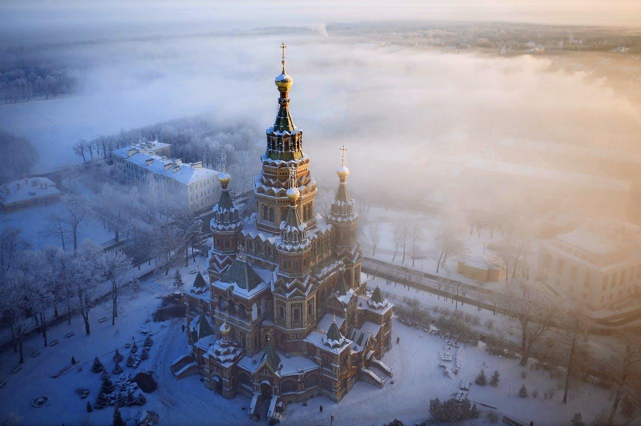 De Petrus en Paulus-kathedraal in Sint-Petersburg in winterse sferen (foto: Amos Chapple/REX/HH).
