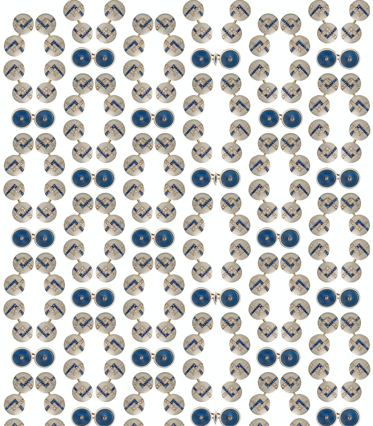 Knoop met wit en blauw email op guilloche met diamant (1910-1920); Franse knopen (ca. 1930) met saffier en diamant.