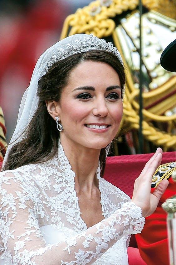 Kate mocht de Halo Tiara lenen voor haar huwelijk.