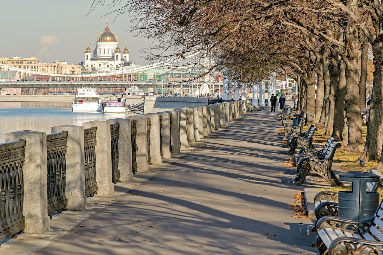 Flaneren door het Gorkipark in Moskou.