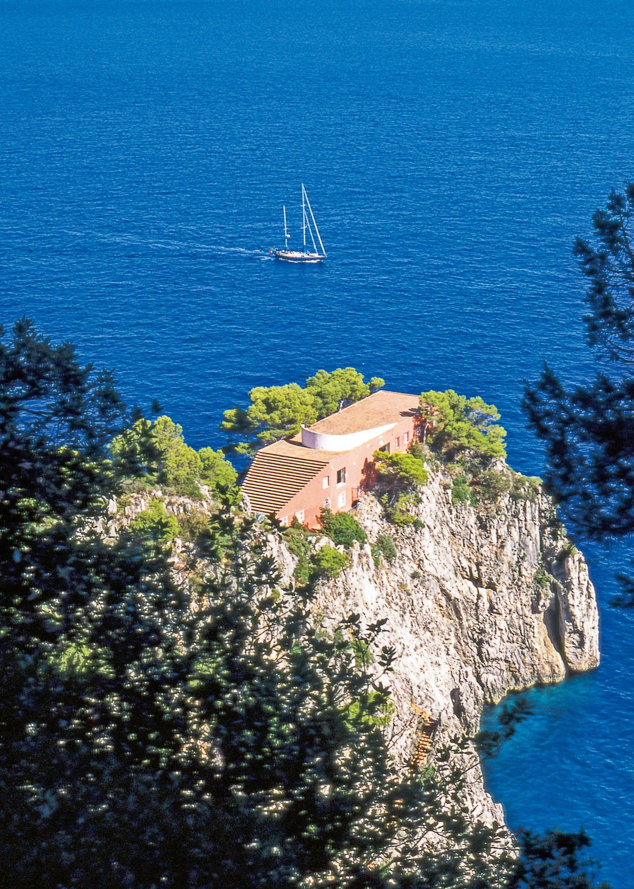 Casa Malaparte op Capri, dat slechts te voet of per boot te bereiken is.