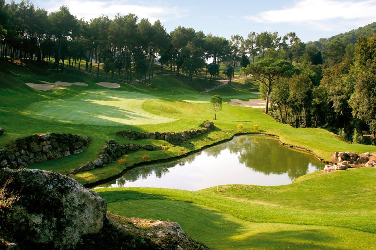 Uitzicht over de golfbaan, die volgens kenners tot de topbanen van Europa behoort.