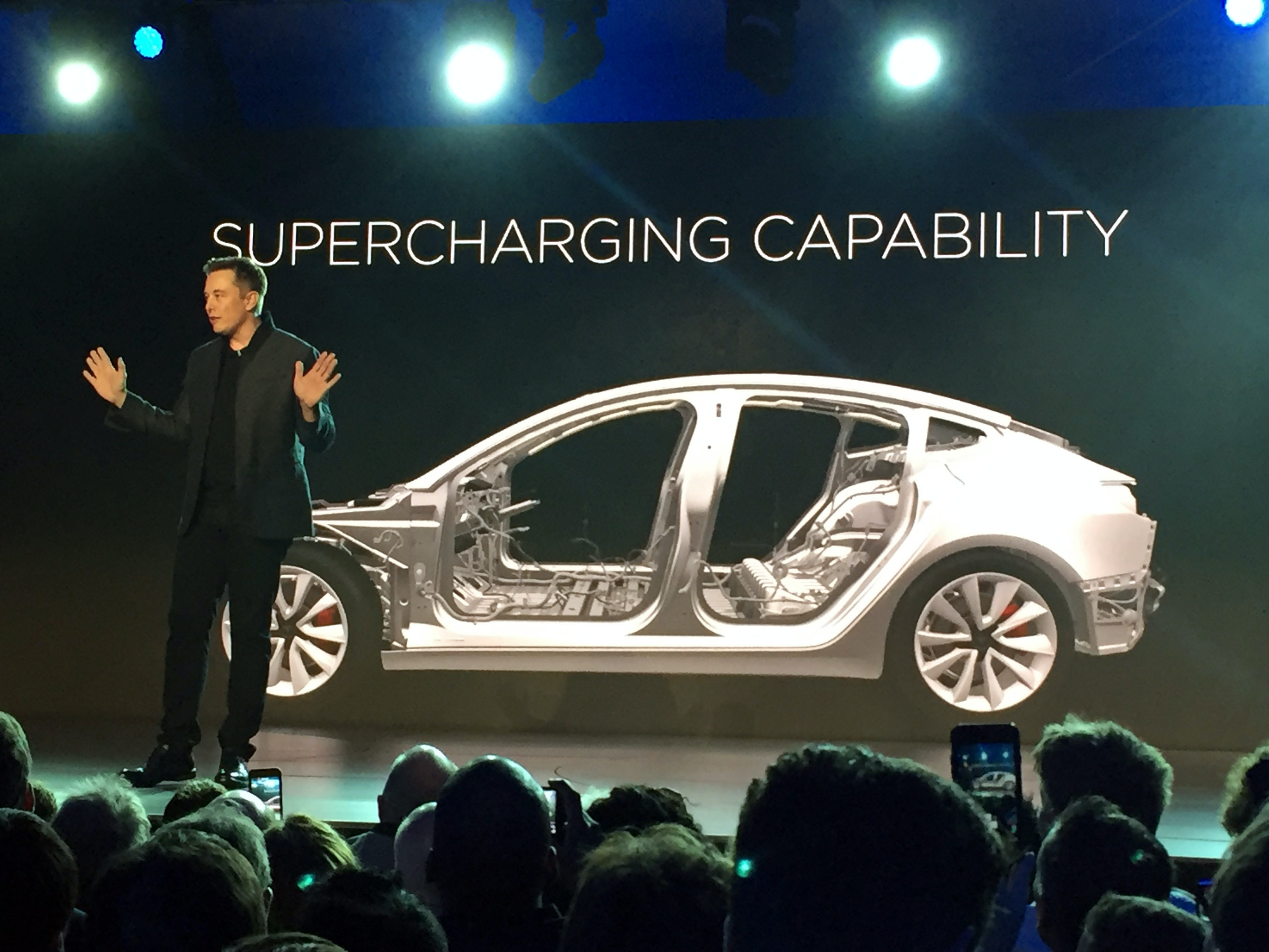 Betaalbare Tesla Moet Elektrisch Rijden Verder Brengen