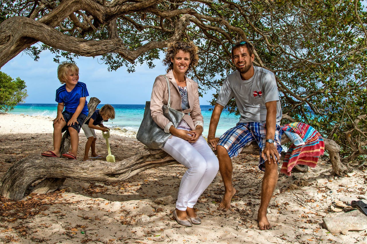 Marga en Ezra Buys en hun 2 zonen. (Foto: Jan Wachtmeester Photography)