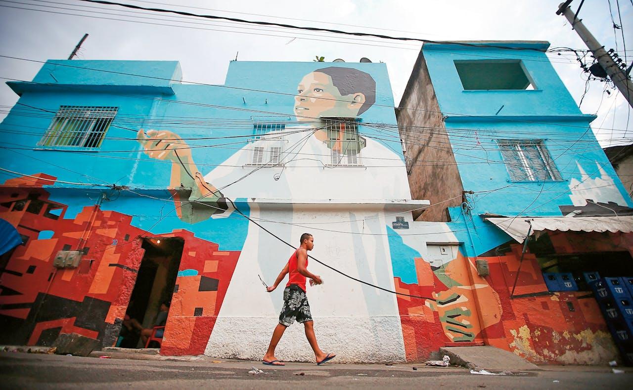 Een van de eerste werken van het project Favela Painting van de Nederlanders Haas & Haan.