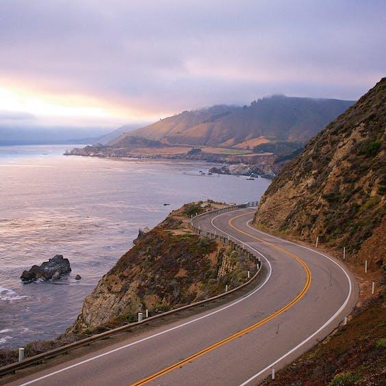 Highway 1, langs de kust van Californië.