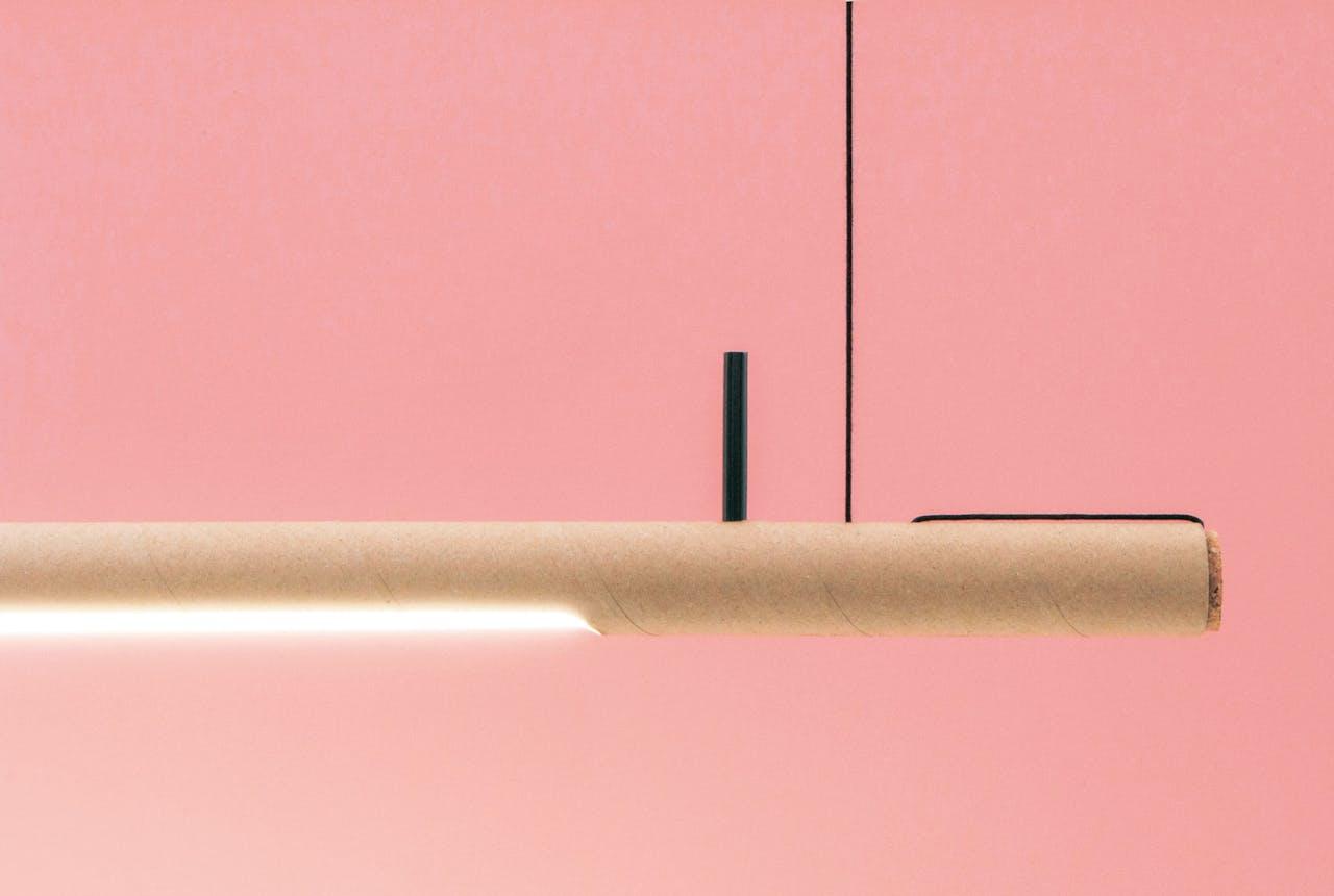 De verpakking van de hanglamp van Studio Waarmakers dient ook als armatuur.