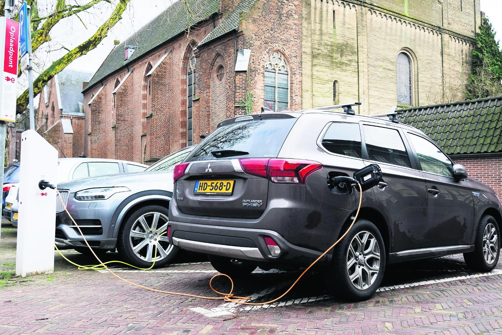 Leaserijder Rijdt Langer In Oude Auto Wegens De Fiscus