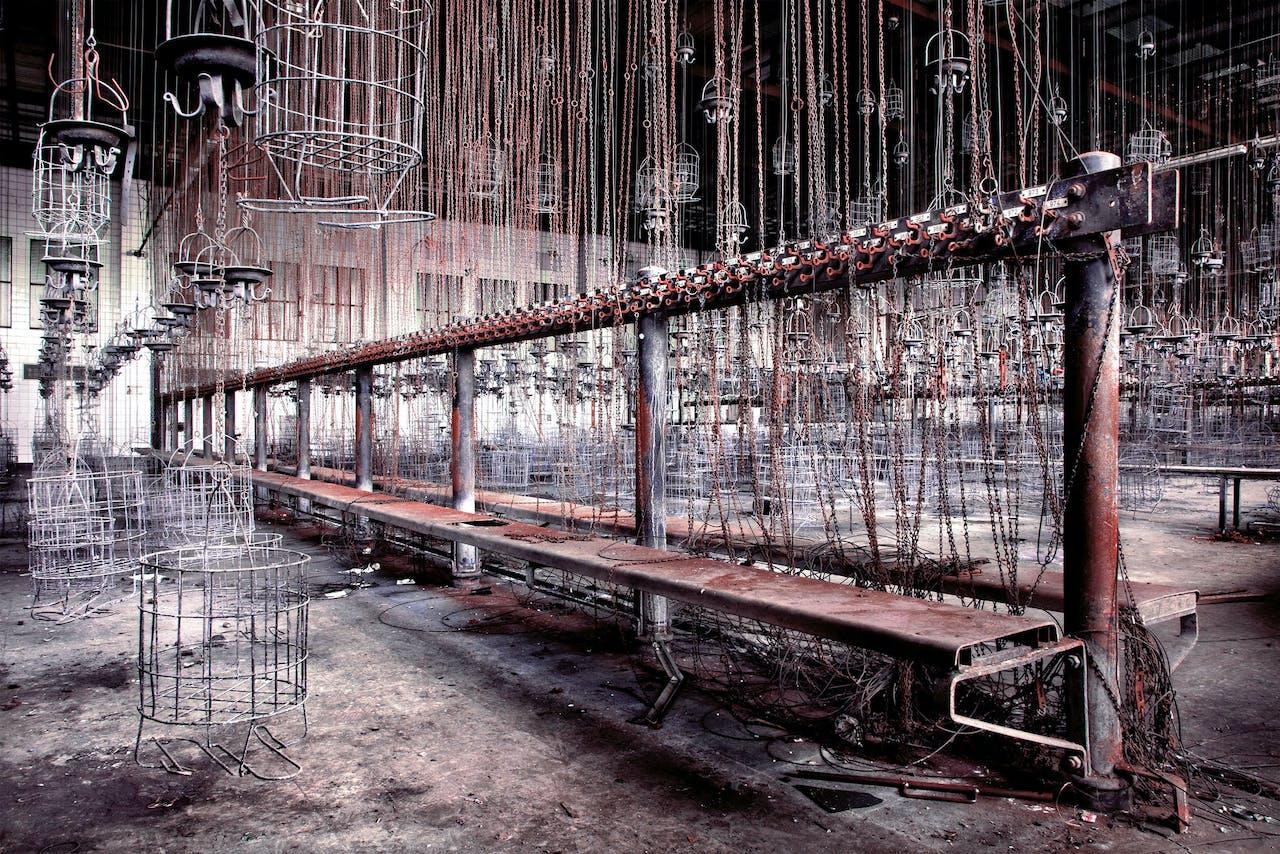 'Zeche Hugo', 2010. Kleedruimte van de mijn Zeche Hugo in Gelsenkirchen. In de mandjes gingen de persoonlijke bezittingen van de mijnwerkers naar boven.Zeche Hugo ging in 2000 dicht.