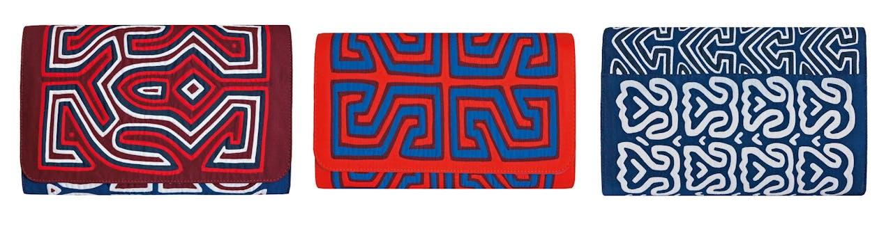 De dessins van deze clutches worden verkregen door tussen de twee en zeven lagen stof op elkaar te stikken.