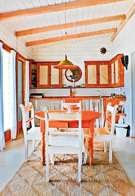 Het witte huisje heeft die relaxte sfeer die in heel Tarifa hangt.