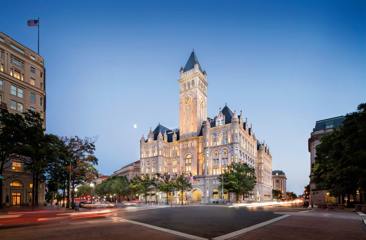 Het Trump International Hotel ligt een paar blokken van het Witte Huis vandaan.