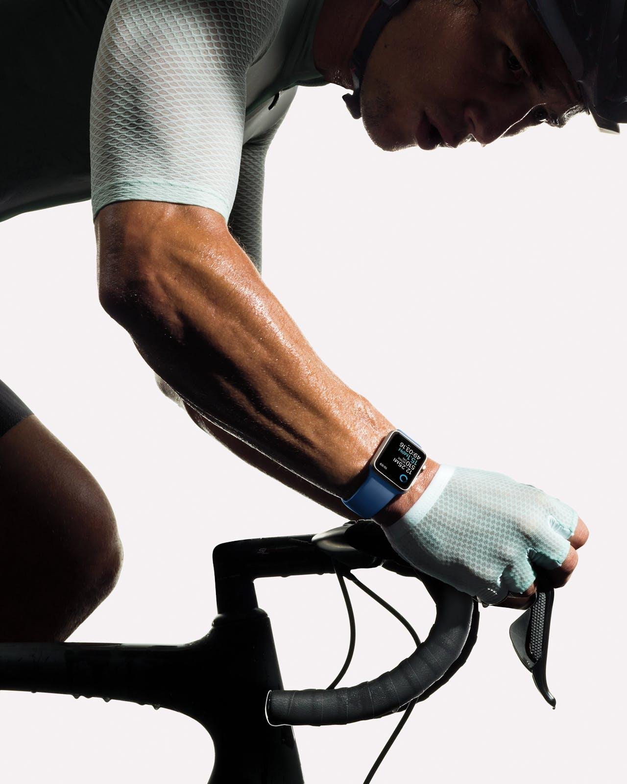 De Apple Watch geeft berichtnotificaties en kan met stembediening berichten terugsturen.