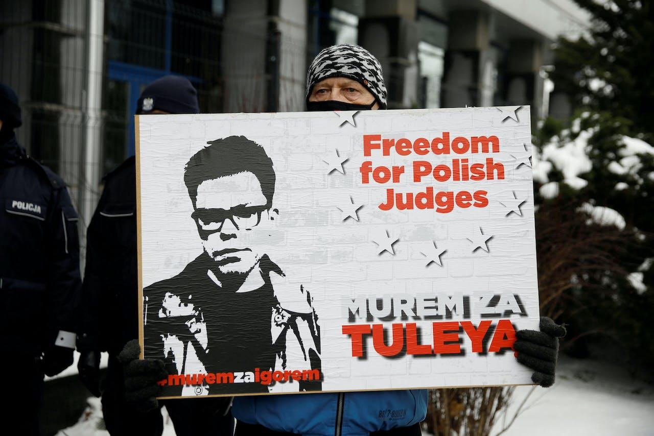 Een steunbetuiging voor de Poolse rechter Tuleya, vorige maand in Warschau.