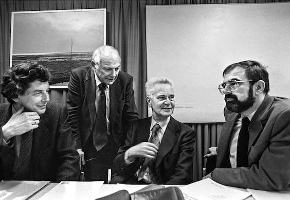 Bij het Centraal Planbureau waart de geest van Jan Tinbergen (derde van links) nog rond.