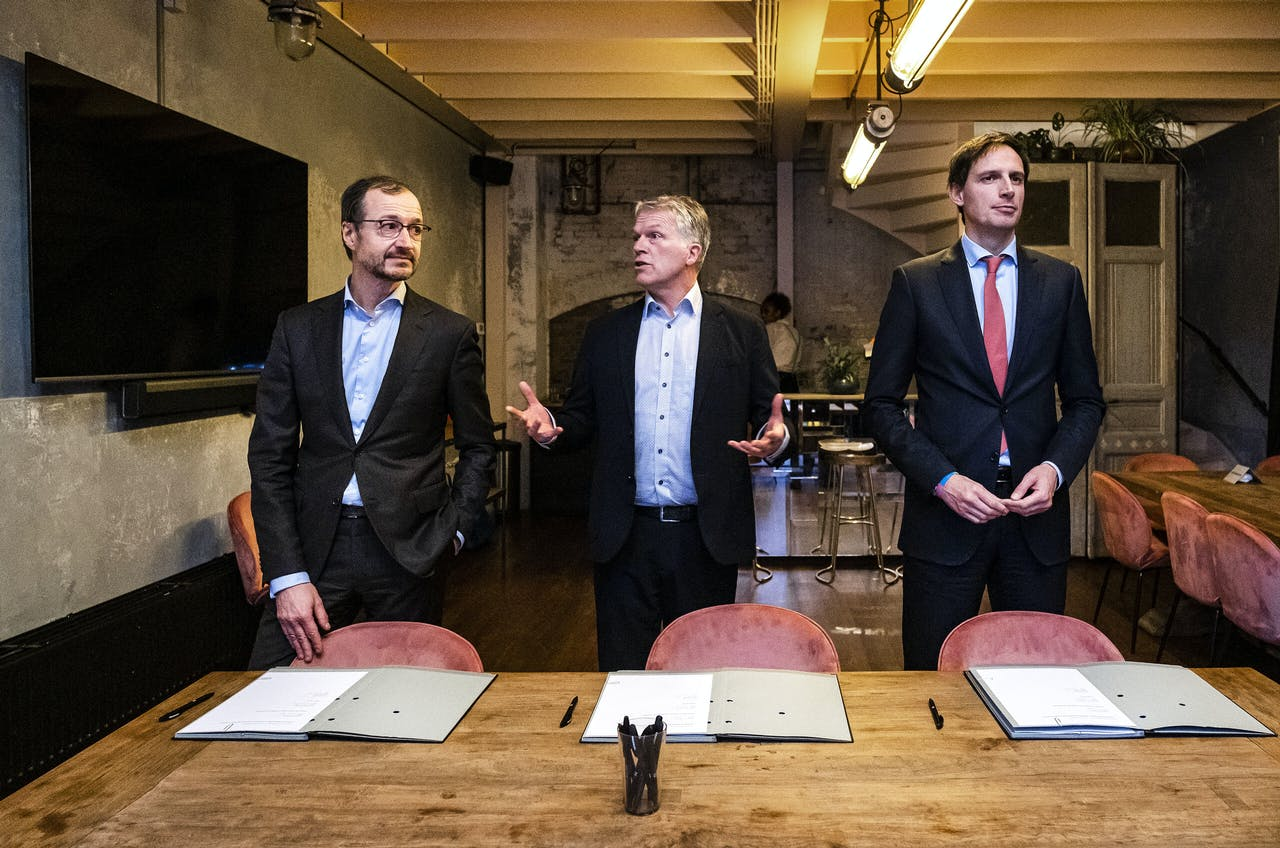 Van links naar rechts: minister Eric Wiebes van Economische Zaken en Klimaat, ceo Wouter Bos en minister Wopke Hoekstra van Financiën bij de lancering van Invest-NL in januari dit jaar.