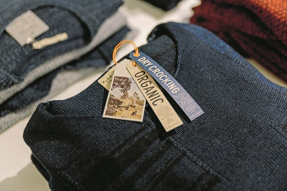 Duurzaam shirt van Nudie Jeans, uit de Amsterdamse winkel Nukuhiva.