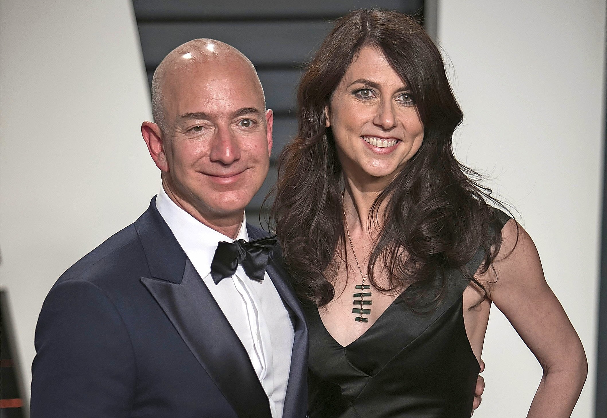 January 10, 2019 - Beverly Hills, California, United States of America - Amazon CEO, Jeff Bezos to divorce wife, MacKenzie Bezos as he has revealed a relationship with TV personality and actress Lauren Sanchez.  FILE PHOTO: Jeff Bezos and wife MacKenzie Bezos on the red carpet at the 2017 Vanity Fair Oscar Party held at the Wallis Annenberg Center in Beverly Hills, California, Sunday February 26, 2017. JAVIER ROJAS/PI (Credit Image: ? Prensa Internacional via ZUMA Wire)