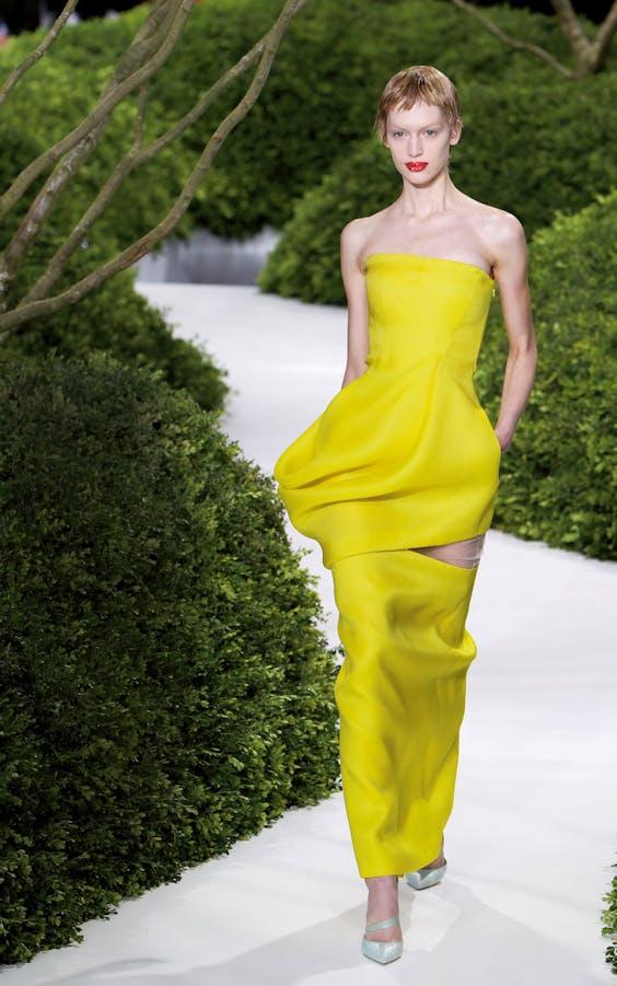 De haute-coutureshow in Parijs met de voorjaar-zomercollectie van 2013.