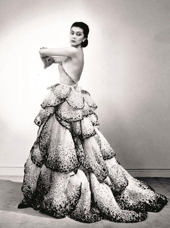 Gelaagde haute-couturejurk van najaar-winter 1949-1950.