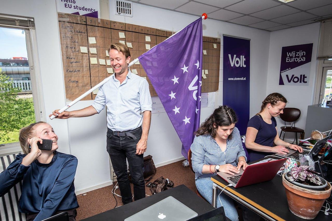 Lijsttrekker Reinier van Lanschot op het campagnebureau van Volt.