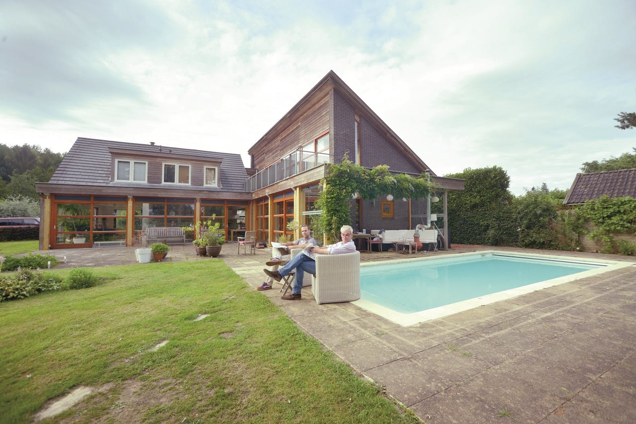 Huis te koop, Schammelte 22, Ommen. Eigenaar: Paul Cornelissen (rechts)