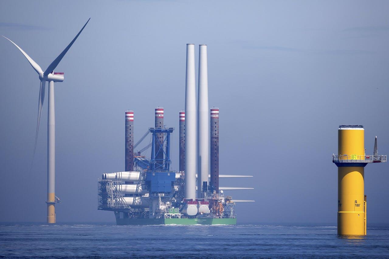 Sif maakt funderingen waar windturbines op komen te staan. Meer wind op zee, betekent ook meer turbines voor Sif.