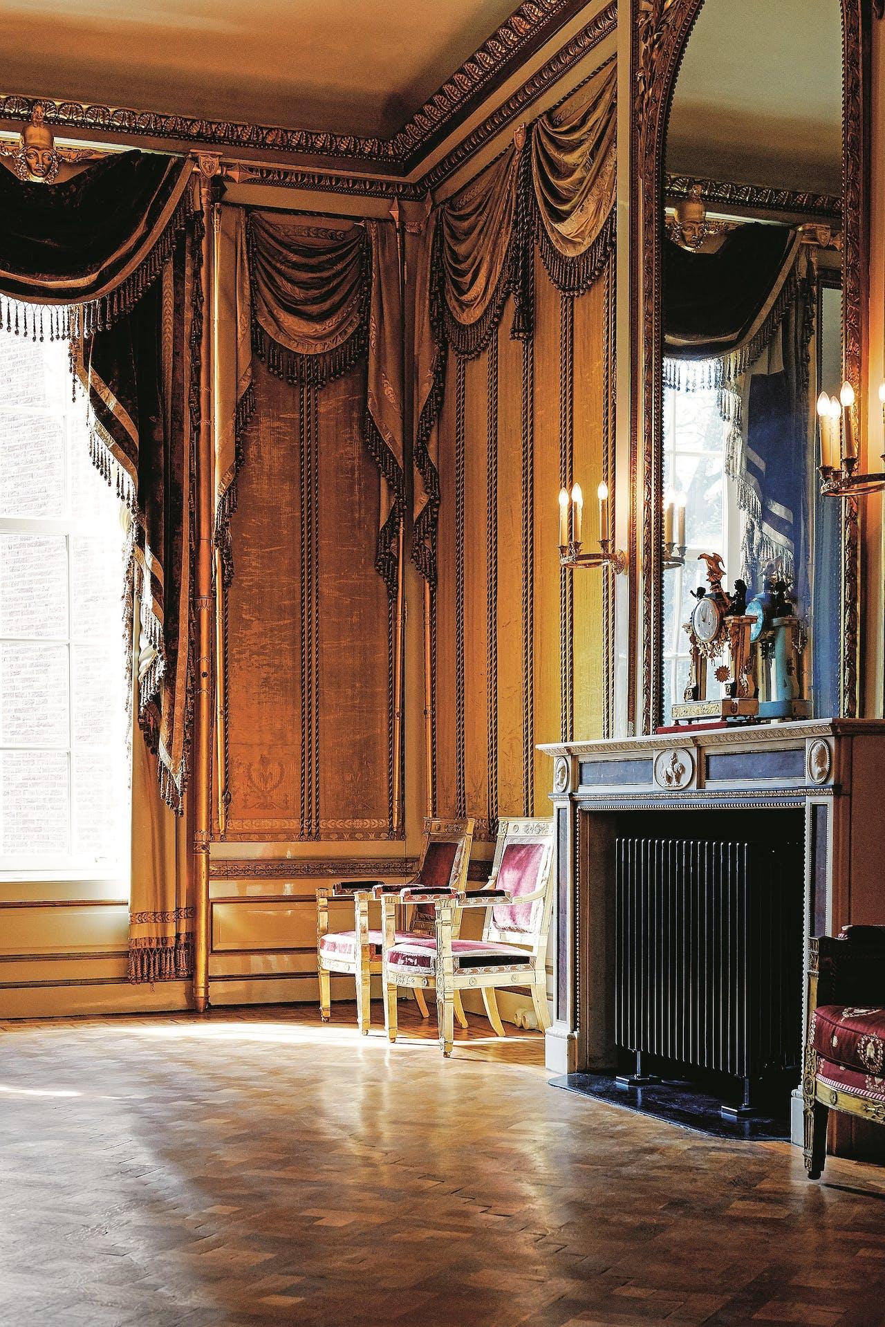 De salon op de bel-etage van Huis Barnaart.