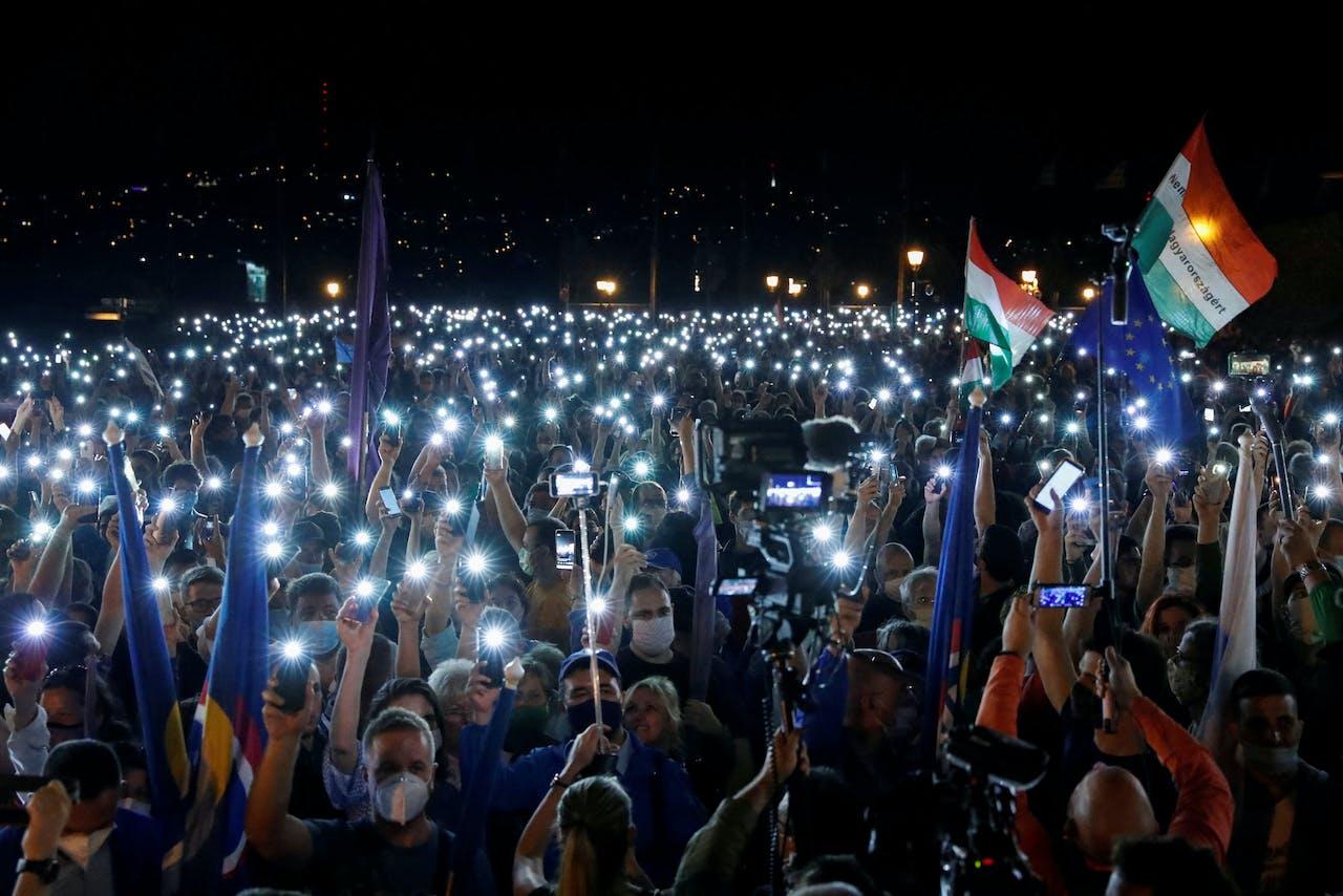 Hongaren demonstreerden vrijdagavond in Boedapest.