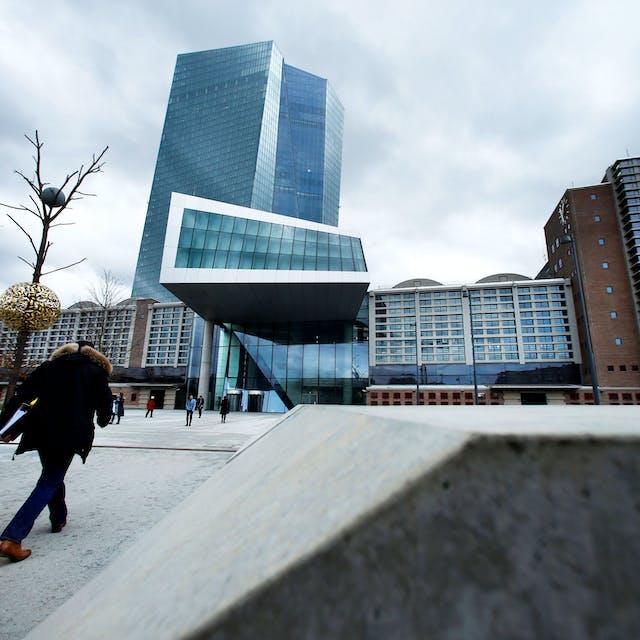 19:53 Rentestijging bezorgt de ECB hoofdbrekens - Het Financieele Dagblad