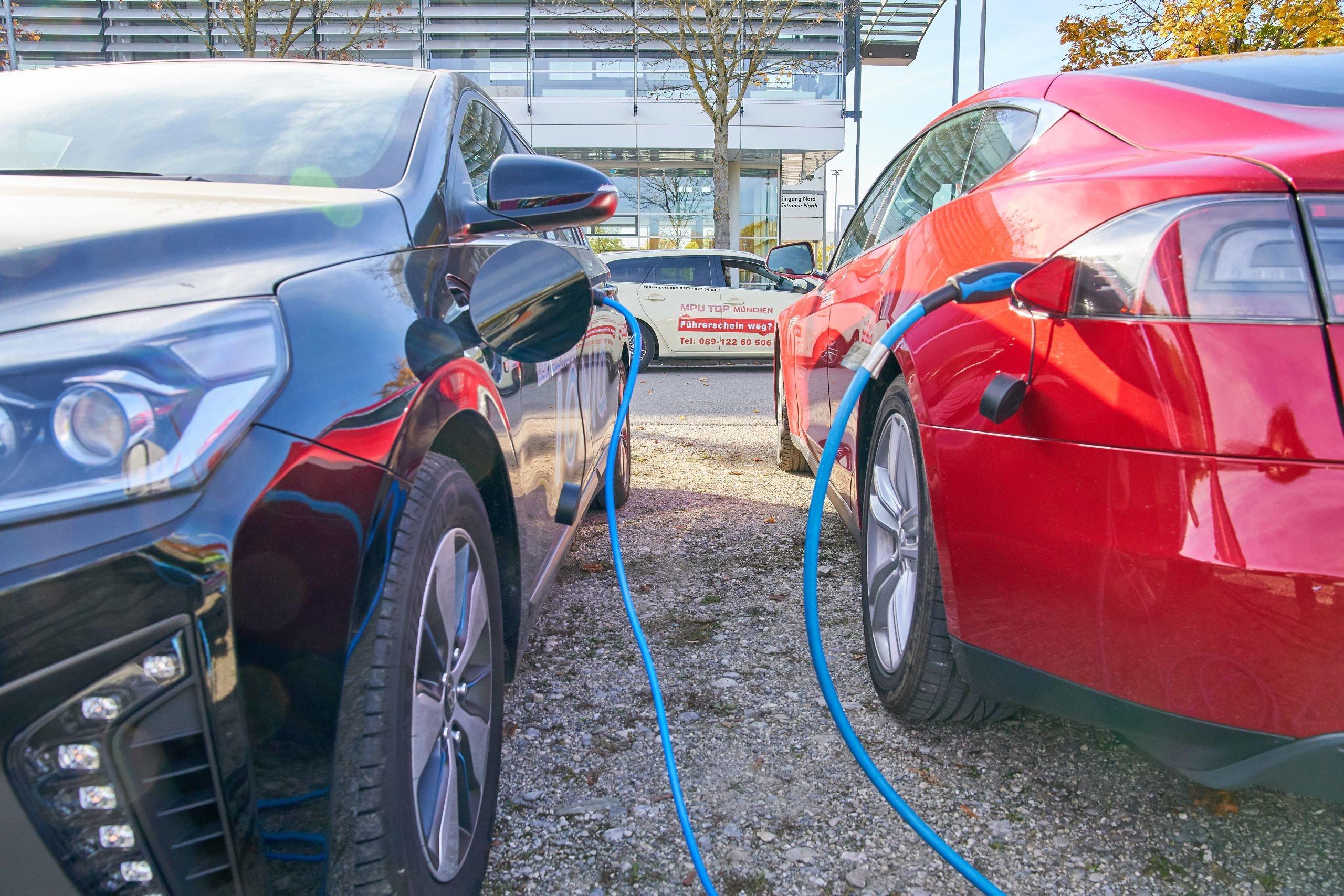 Europa Talmt Met Stimuleren Van Elektrisch Rijden