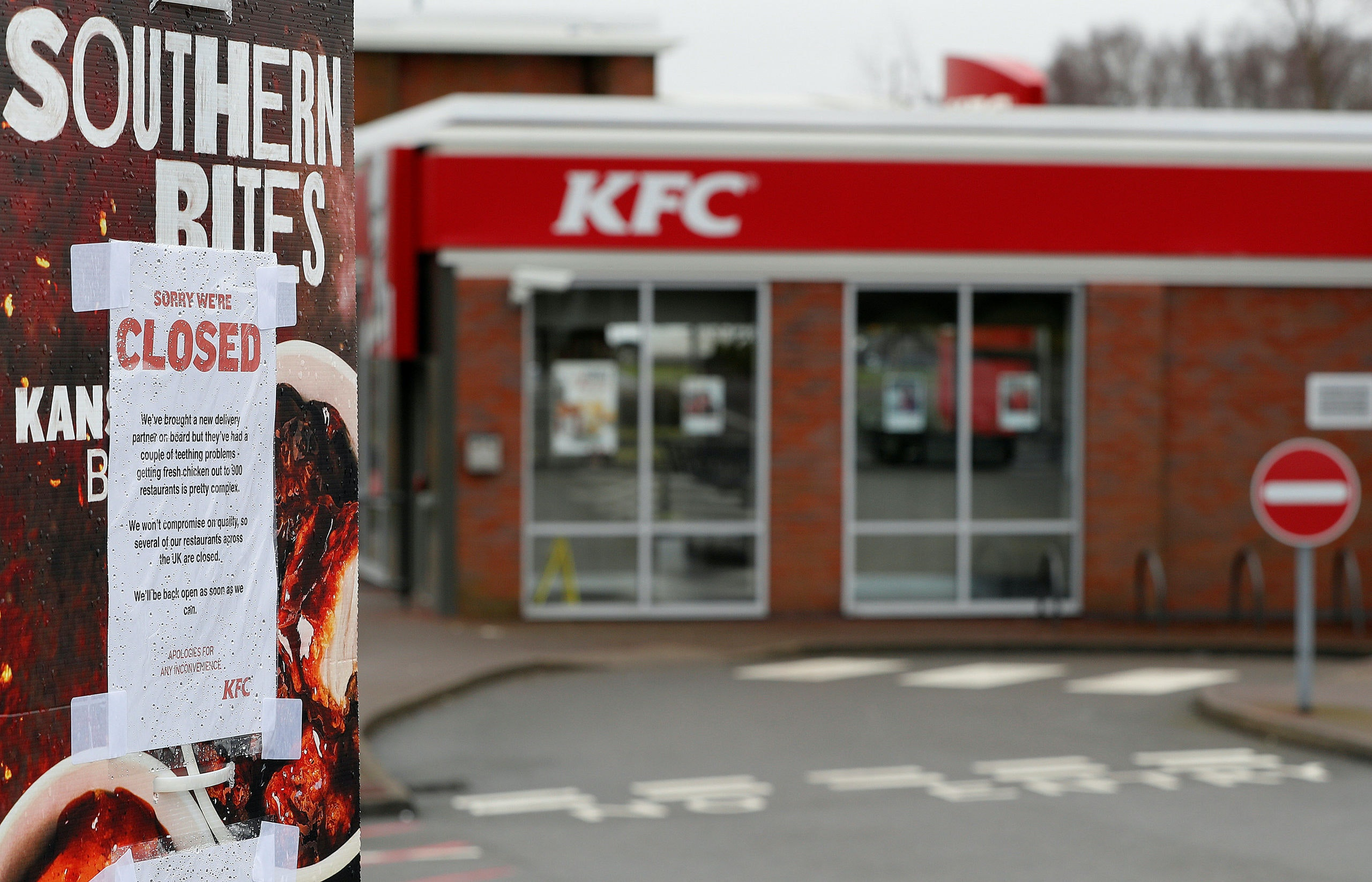 A closed sign hangs on the drive through of a KFC restaurant after problems with a new distribution system in Coalville, Britain, February 19, 2018.  REUTERS/Darren Staples