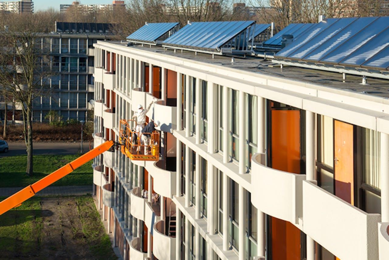 Duurzame renovatie van Het Breed in Amsterdam-Noord door de woningcorporaties Ymere en Eigen Haard, stadsdeel Amsterdam-Noord en energiebedrijf Eneco.