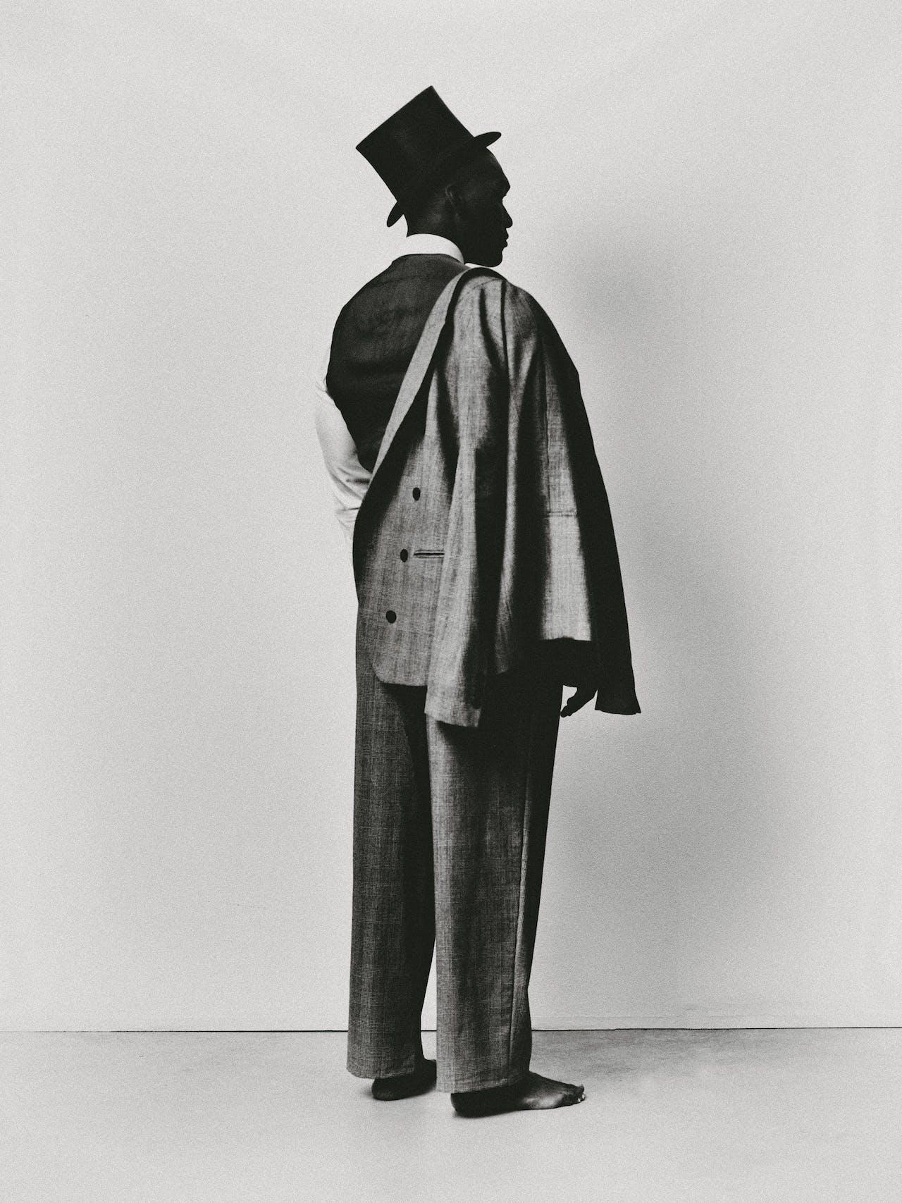 Double-breasted jasje en broek, beide Emporio Armani; shirt, Strellson; vest en hoed via Kledingverhuur Gerritsen